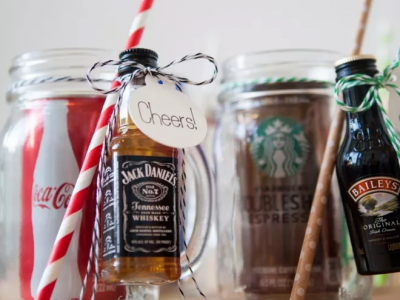 DIY Mason Jar Cocktail Kits Are An Easy Ready To Drink Christmas