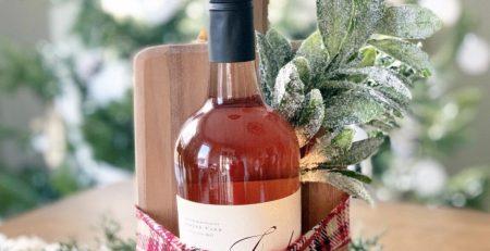 12 Festive Ways to Dress Up a Wine Bottle